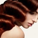 Błyszczące włosy. 5 zasad pielęgnacji, które warto stosować