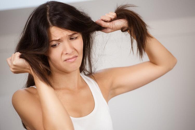 szybkie oczyszczenie włosów suchym szamponem
