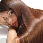 Twoim włosom brakuje połysku? Sprawdź, co zrobić by włosy lśniły.