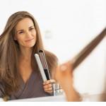Jak idealnie wyprostować włosy? Krok po kroku.