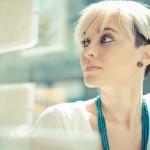 Jak pielęgnować i stylizować krótkie włosy?