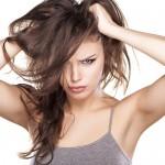 Stop przetłuszczającym się włosom, czyli najlepsze szampony na rynku
