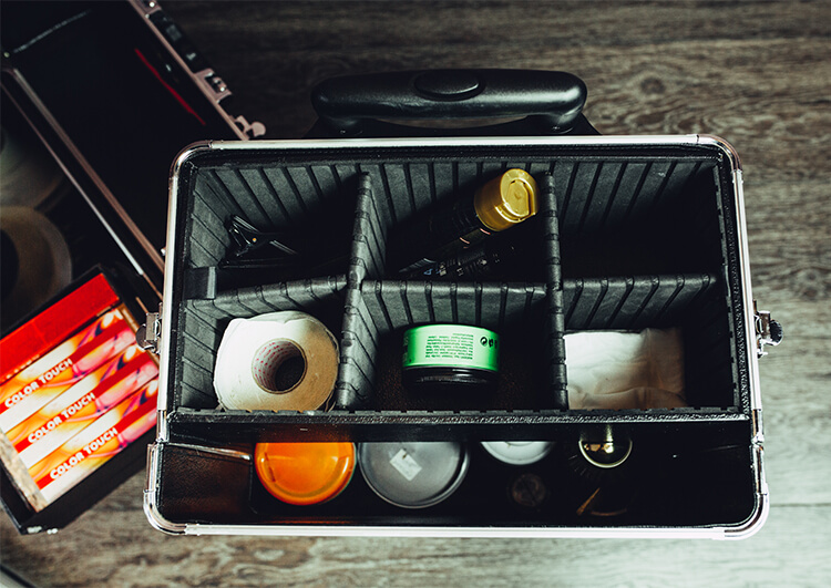 kufer z akcesoriami