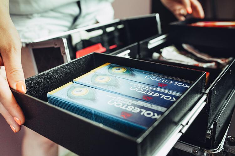 kufer z farbami koleston