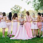 Fryzury na wesele 2019. Propozycje dla panny młodej, świadkowej i dzieci